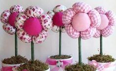 DIY Plush Flower Pots Centerpiece Tutorial A nice tutorial to make charming fabric flowers Clay Pot Crafts, Bird Crafts, Cute Crafts, Flower Crafts, Crafts To Make, Crafts For Kids, Easy Fabric Flowers, Felt Flowers, Diy Flowers