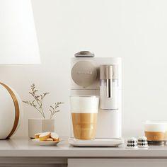 Nespresso Lattissima, Kitchen Gadgets, Kitchen Appliances, Coffee Maker With Grinder, Home Coffee Stations, Electric House, Espresso Maker, Coffee Corner, Coffee Machine
