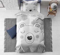 Lief beren dekbedovertrek met afbeelding van een beertje en wolken. Een ideaal kinderdekbedovertrek voor de echte dierenliefhebbers! Geschikt voor zowel meisjes als jongens. Linen Bedding, Bed Linen, How To Make Bed, Duvet Covers, Pillow Cases, Cotton Duvet, 90 Degrees, Cleaning, Website