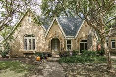 (NTREIS) For Sale as of 10/17/15: 3 bed, 2 bath, 1964 sq. ft ($203.00 per sq ft). house located at 410 Valencia St, Dallas, TX 75223 on sale for $399,000. MLS# 13255827. Historic brick & stone Tudor in sought after historic Hollywood, Santa ...