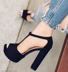 Delicate Women Shoes With Jeans Ideas Blindsiding Tricks: Winter Shoes With Skirts leather shoes restore.Shoes For Girls Popular. Tan Shoes, Shoes With Jeans, Cute Shoes, Shoe Boots, Shoes Heels, Pumps, Dress Shoes, Steve Madden Schuhe, Prom Heels