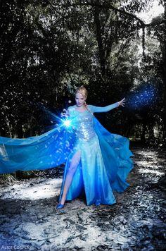 Disney´s Animation Movie: Frozen. Character: Elsa. Cosplayer: Alice 'aka' Lilirochefort87 (Brazil). Photo: Panda, 2014.