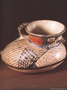 Jarro-pato : cultura Diaguita-Inka : Fase III (1470-1536 d.C.) Native American Pottery, Indigenous Art, Native Art, Ancient Art, Chile, Archaeology, Decorative Bowls, Christmas Crafts, Porcelain