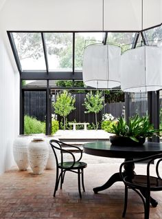 decordemon: Black and White makeover of a Sydney house