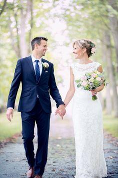 Upando Photography - Annica & Marcus Bolin. Bröllopsfotograf med naturliga bilder fyllda av kärlek och mycket värme. Stilmässigt strävar vi efter att skapa drömska, romantiska och skira bilder. Lace Wedding, Wedding Dresses, Photography, Fashion, Photo Illustration, Bride Dresses, Moda, Bridal Gowns, Photograph