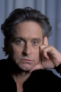 Michael Douglas apparently cheated on first wife, Diandra; he was rewarded with the HPV virus. Hollywood Icons, Hollywood Actor, Hollywood Stars, Douglas Michael, Kirk Douglas, Old Movie Stars, Classic Movie Stars, Actor Studio, Man Thing Marvel