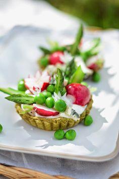 Tartelettes aux légumes printaniers et Roquefort