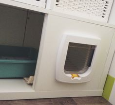 I made a similar cat litter box enclosure using a laundry room base cabinet and a kitty door Ikea Chat, Ikea Hacks, Cat Litter Box Enclosure, Tv Ikea, Ikea Kallax Hack, Cat House Diy, Cat Toilet, Cat Hacks, Cat Room