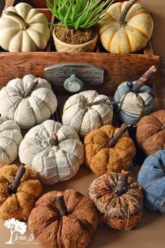 Sweater and Fabric Pumpkin how-to Autumn Crafts, Thanksgiving Crafts, Holiday Crafts, Velvet Pumpkins, Fabric Pumpkins, Sweater Pumpkins, Fall Pumpkins, Diy Pumpkin, Pumpkin Crafts