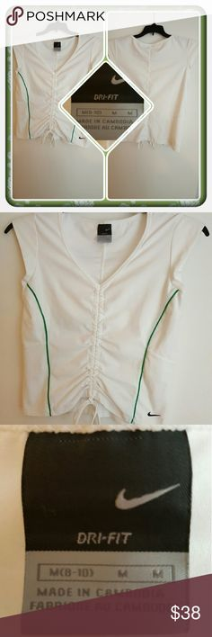 💚 Woman's Nike Dri Fit Top Size M 💚 Woman's Top By Nike Size Is M 8-10. This Super Adorable Top Is In Excellent Pre Loved Condition. I'm Selling For A Friend 🚫 PAYPAL 🚫 TRADES 🚫 LOWBALL OFFERS THANK YOU 💚 Nike Tops Tank Tops