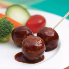 Just three ingredient are needed for these barbecue-sauced, meatball appetizers. Just three ingredient are needed for these barbecue-sauced, meatball appetizers. - Everything About Appetizers Bbq Appetizers, Chicken Appetizers, Vegetarian Appetizers, Thanksgiving Appetizers, Appetizer Recipes, Vegetarian Food, Chicken Recipes, Raw Food Recipes, Great Recipes
