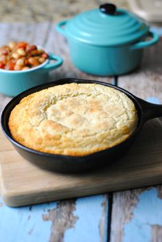 This Southern Style Skillet Cornbread Recipe is absolutely delicious ...