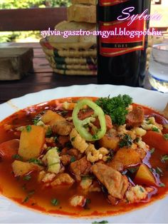 Sylvia Gasztro Angyal: Bográcsgulyás My Recipes, Favorite Recipes, Hungarian Recipes, Kung Pao Chicken, Food And Drink, Meals, Cooking, Ethnic Recipes, Red Peppers