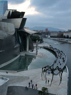 Museum Of Modern Art, Art Museum, Aztec Architecture, Guggenheim Museum Bilbao, Self Portrait Artists, Places To Travel, Places To Visit, Dan Brown, Frank Gehry