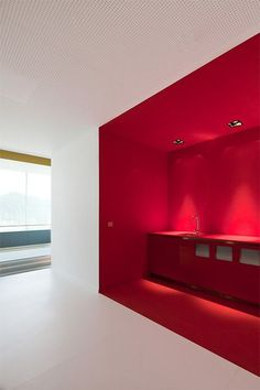 Corporate Office Design Executive is utterly important for your home. Whether you choose the Home Office Design Modern or Office Interior Design Ideas Work Spaces, you will make the best Home Office Design Modern for your own life. Corporate Office Design, Office Wall Design, Office Walls, Office Interior Design, Kitchen Interior, Office Designs, Color Interior, Red Interiors, Office Interiors