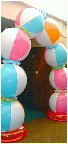 """How to Make a Beach Ball Party Arch. You can add that """"wow"""" factor to your next summertime party by constructing a beach ball arch. Although it may look difficult, creating this arch is extremely easy and cost effective. Beach Ball Party, Luau Party, Kids Beach Party, Beach Theme Parties, Beach Party Decor, Ball Theme Party, Themed Parties, Beach Outfit Plus Size, Outfit Beach"""