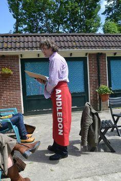 Keukensloven voor Cultuurerf Andledon.  Hier op de foto wordt een gedicht geserveerd. www.andledon.nl
