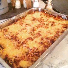 Lillelørdag's kos med lasagne. Kos, Macaroni And Cheese, Food And Drink, Cookies, Ethnic Recipes, Image, Deserts, Food, Lasagna