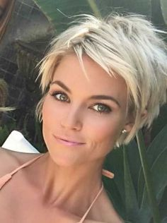 Today we have the most stylish 86 Cute Short Pixie Haircuts. We claim that you have never seen such elegant and eye-catching short hairstyles before. Pixie haircut, of course, offers a lot of options for the hair of the ladies'… Continue Reading → Edgy Pixie Hairstyles, Stylish Short Haircuts, Short Pixie Haircuts, Short Hairstyles For Women, Short Choppy Hair, Short Hair Cuts For Women Edgy, Teen Hairstyles, Casual Hairstyles, Short Cuts