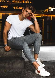 64 Trendy Summer Men Fashion Ideas For You To Try Source by mens fashion spring Men Looks, Stylish Men, Men Casual, Look Man, Photography Poses For Men, Mein Style, Herren Outfit, Street Fashion, Mens Fashion