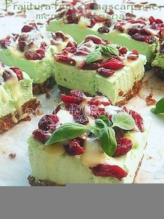 Fine Pastry with mascarpone, mint and cranberries Romanian Desserts, Creme Mascarpone, Saveur, Salmon Recipes, Cheesecakes, Just Desserts, Love Food, Sweet Treats, Food Porn