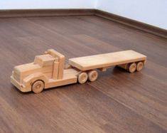 Flavia, el camión de madera de la cama plana - un camión de juguete de madera waldorf, finja el juego infantil y juguete de coleccionista