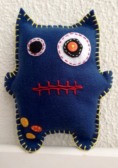 Most current Totally Free Sewing ideas for school Popular Monstrinho de feltro Felt Crafts, Fabric Crafts, Sewing Crafts, Sewing Projects For Kids, Sewing For Kids, Free Sewing, Sewing Ideas, Art For Kids, Crafts For Kids