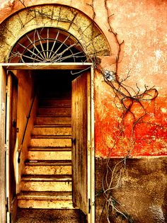 City colour, Calcata, Lazio, Italia ~ by Giampaolo Macorig @Flickr.