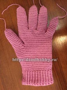 Вязание перчаток крючком 7 Crochet Art, Crochet Hooks, Crochet Patterns, Mittens Pattern, Crochet Gloves, Mitten Gloves, Yarn Crafts, Fingerless Gloves, Arm Warmers