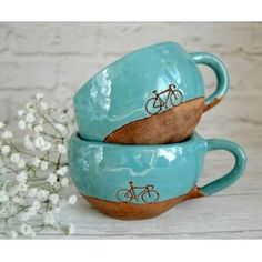 Ceramics bicycle mugs by photo by Dishwishes.ru Ceramics bicycle mugs by photo by Dishwishes. Pottery Mugs, Ceramic Pottery, Ceramic Art, Ceramic Birds, Pottery Ideas, Smartphone Fotografie, Kitchen Sink Interior, Cerámica Ideas, Candle Accessories