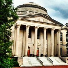 We're in Chapel Hill, North Carolina this week before heading to the Asheville area this weekend for a few days vacation. Beautiful campus at the University of North Carolina! #unc #chapelhill #northcarolina #library #university