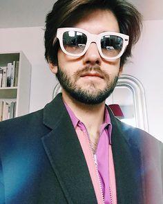 Bei Sonnenbrillen ist es mir die oberste Priorität dass sie wie Snapchat-Filter aussehen. Snapchat Filter, Mens Sunglasses, Instagram Posts, Fashion, Sunglasses, Fashion Styles, Fashion Illustrations, Trendy Fashion, Moda
