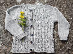 Ravelry: Vidje barnejakke pattern by Lille rille design