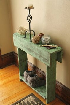 Slim Distressed Pallet Decorative Console - Why We Love Pallet Projects (And You. - Slim Distressed Pallet Decorative Console - Why We Love Pallet Projects (And You Should, Too! Wooden Pallet Projects, Wooden Pallet Furniture, Pallet Crafts, Wooden Pallets, Pallet Ideas, Pallet Wood, Pallet Entry Table, Rustic Entry Table, Wood Table