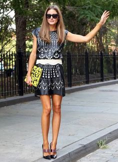 Olivia Palermo in a laser-cut leather mini dress and bright clutch. I love her outfit. And I love her straight hair! Fashion Moda, Fashion Week, Look Fashion, Fashion Beauty, Petite Fashion, Curvy Fashion, Fashion Bloggers, Dress Fashion, Street Fashion