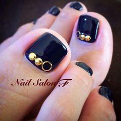 Black-Gold Studs Toe Nails #nailbook