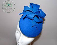 Chapeau de cocktail arc de feutre bleu royal laine - tambourin électrique - bleu chapeau de percher - bibi noeud - Ascot Derby courses - mariage ~ ARABELLA
