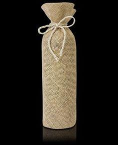 ce919af67 El modelo Ibiza es una funda de botella fabricada en arpillera, es un  envase ecológico y completamente biodegradable.