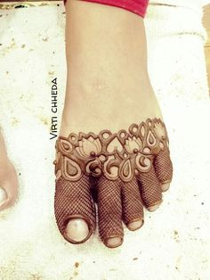 Women Beauty: 100 Unique and Perfect Piece Of Latest Unique Mehandi Designs Henna Designs Feet, Indian Mehndi Designs, Modern Mehndi Designs, Wedding Mehndi Designs, Mehndi Design Pictures, Mehndi Designs For Fingers, Beautiful Henna Designs, Beautiful Mehndi, Mehndi Images