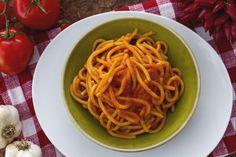 Pici all'aglioneIngredienti Pasta Pici 360 gr Pomodori ramati maturi 700 gr Peperoncino rosso fresco 1 Olio di oliva extravergine 5 cucchiai Aceto di vino bianco 1 cucchiaio Sale q.b. Aglio 6 spicchi grossi Annunci Google