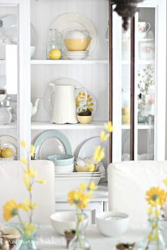 I love this Spring styled hutch {how to style a hutch} by @craftberrybush #decorating