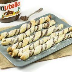 Lust auf einen schokoladigen Snack für Zwischendurch? Dann sind die Nutella-Sticks mit Blätterteig genau das Richtige - schokoladig und super lecker!