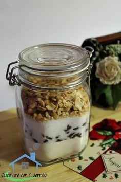 Il preparato per biscotti arachidi e uvetta permette di regalare la gioia di un dolce fatto in casa croccante e morbido che conquista al primo assaggio.