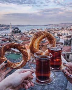Turkish tea and simit with the view // Viktoriya Sener (Viktoriya Se. Turkish Spices, Turkish Kitchen, Turkish Coffee, Turkey Vacation, Turkey Travel, Turkey Tourism, Turkey Facts, Istanbul Guide, Capadocia
