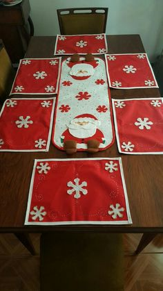 Decorating Your Kitchen for Christmas Christmas Placemats, Christmas Cushions, Christmas Table Cloth, Christmas Sewing, Christmas Kitchen, Felt Christmas, Simple Christmas, Christmas Holidays, Christmas Ornaments