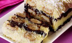 Pavê olho de sogra:  Leve ao fogo, mexendo até desgrudar do fundo da panela: 100g de coco ralado, 1 xícara de leite de coco, 1 xícara de leite, 1 lata de leite condensado e 2 gemas. Retire, misture 1 colher de margarina e deixe esfriar. Reserve quatro colheres do doce de coco. Escorra a calda de 1 lata de ameixa, pique-as e umedeça biscoitos champanhe (1 caixa) em sua calda. Alterne camadas de biscoito, doce de coco e ameixa picada.