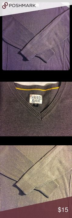 Men's Gray Sweater This is a great gray men's sweater. It is outside trimming and is very flattering. It has been worn less than 5 times and shows no sign of wear. Threads & Heirs  Sweaters V-Neck