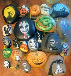 Painted Rock Ideas - Do you need rock painting ideas for spreading rocks around your neighborhood or the Kindness Rocks Project? Here's some inspiration with my best tips! Rock Painting Patterns, Rock Painting Ideas Easy, Rock Painting Designs, Paint Designs, Halloween Rocks, Fete Halloween, Halloween Crafts, Halloween Painting, Pebble Painting