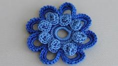 In this tutorial you will learn how to crochet a classic leaf with little chain spaces inside. This crochet leaf looks good by itself and can be a perfect ad. Crochet Flower Tutorial, Crochet Flower Patterns, Crochet Designs, Crochet Flowers, Patron Crochet, Irish Crochet, Crochet Motifs, Freeform Crochet, Hand Embroidery Videos