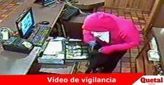 Vídeo de vigilancia de robo a mano armada a Godfather's Pizza de calles 30 y Weber  Lee la nota completa: www.quetal.us/?p=5325